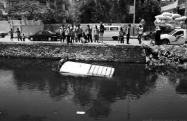The sinking of a microbus in Al-Giza, 2012